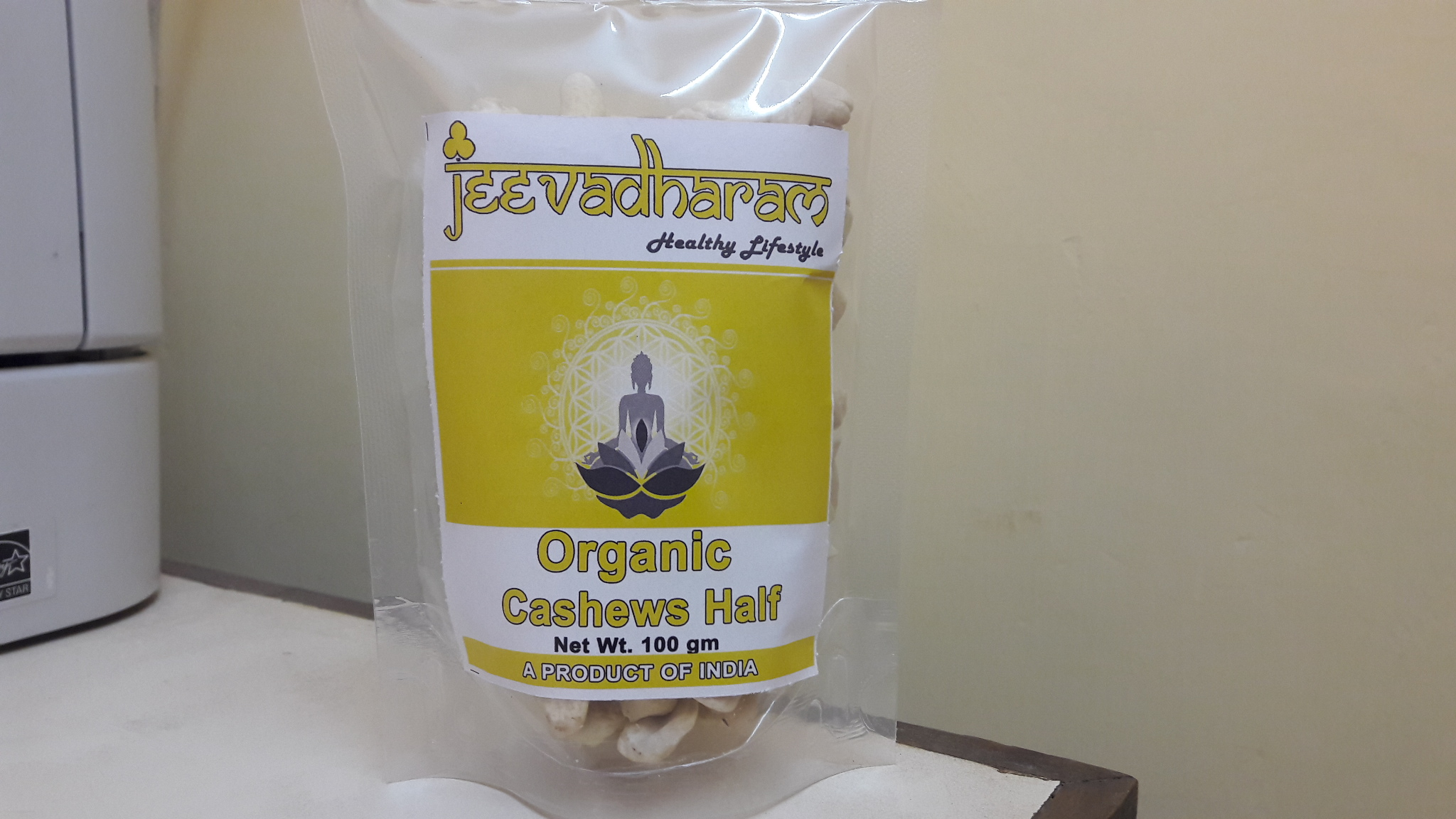 <b>CASHEW NUT HALF FRUIT</b><br>jeeva - Anacardium occidentale<BR>RAW CASHEW NUT HALF<BR>ORGANIC CULTIVATION<br>100 grs