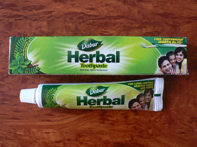 <b>HERBAL TOOTH PASTE - DABUR<br></b>Herbal toothpaste - Dabur<BR>tube of 200 grs