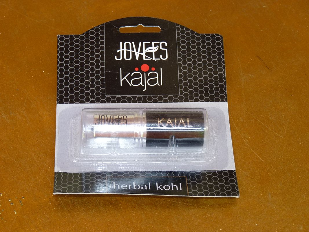 <b>HERBAL EYE DEFINER</b><br>JOVEES<br>Almond Oil, Triphala, Natural carbon<br>3 grams