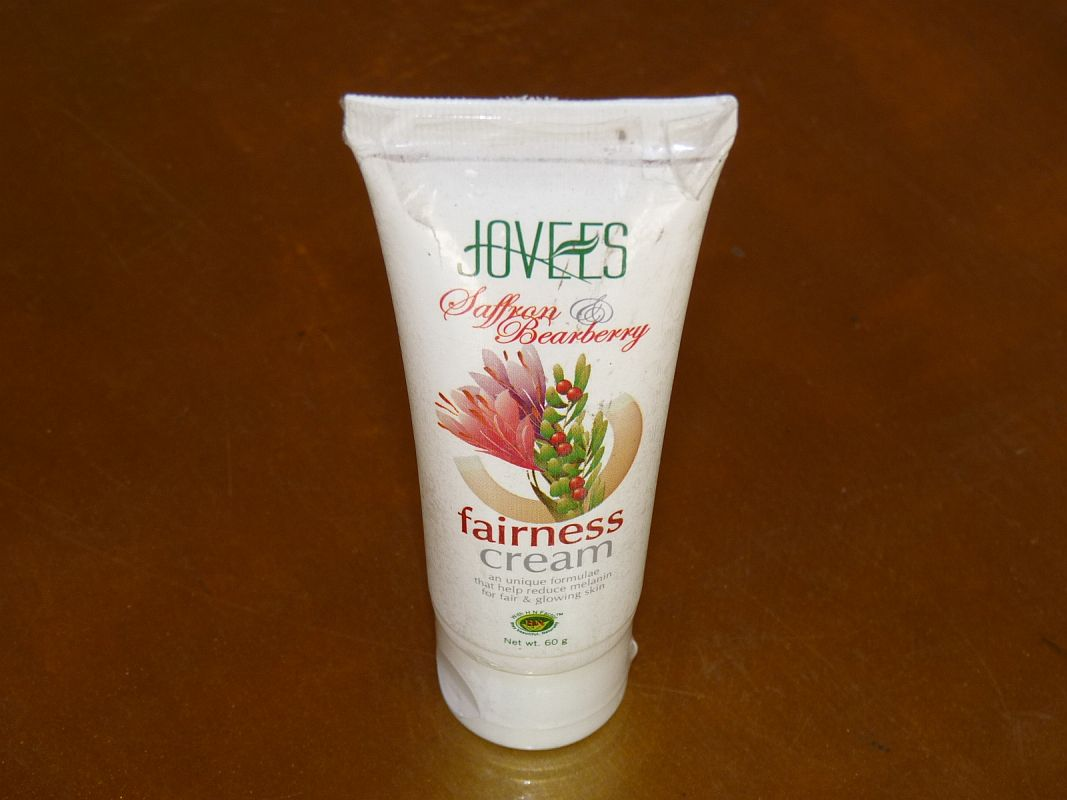 <b>SAFFRON AND BEABERRY FAIRNESS CREAM</B><BR>JOVEES <BR>60 grs