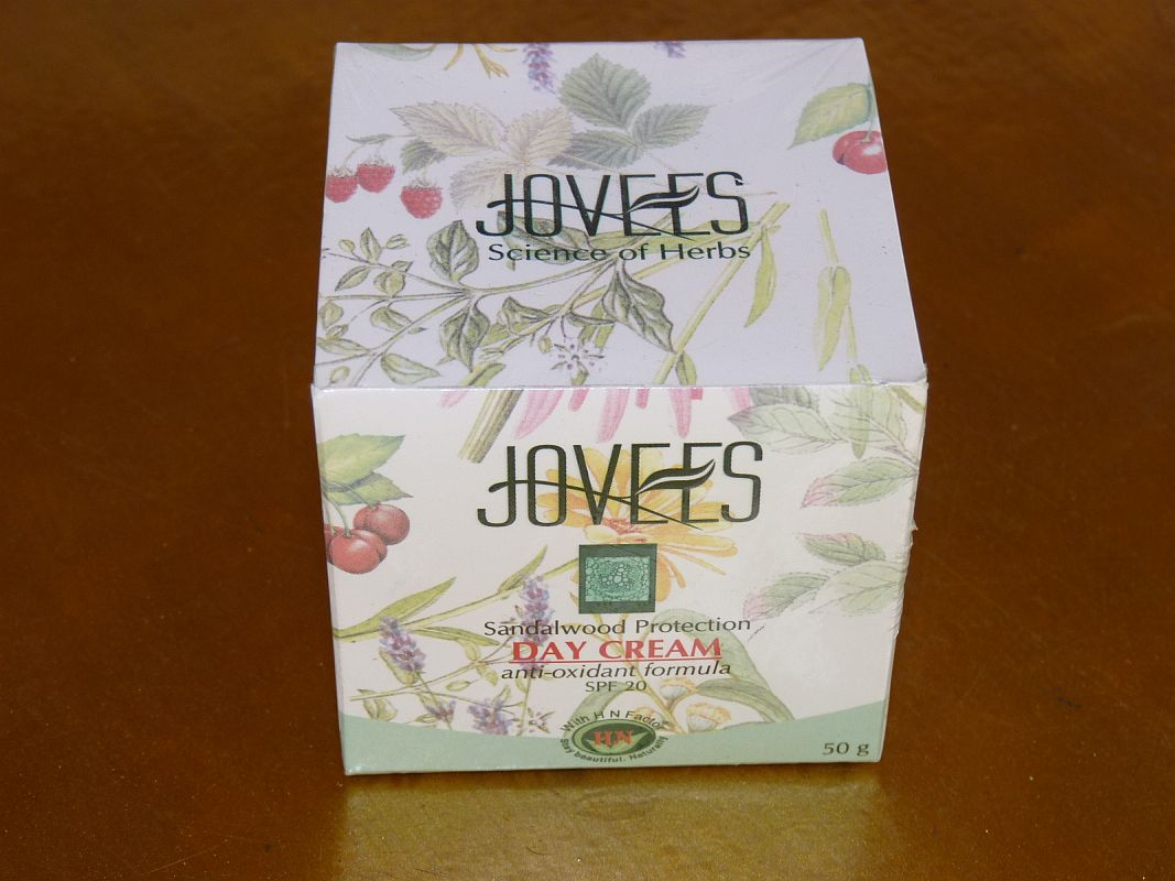 <b>SANDALWOOD PROTECTION DAY CREAM - SPF20</B><BR>JOVEES <BR>50 grs