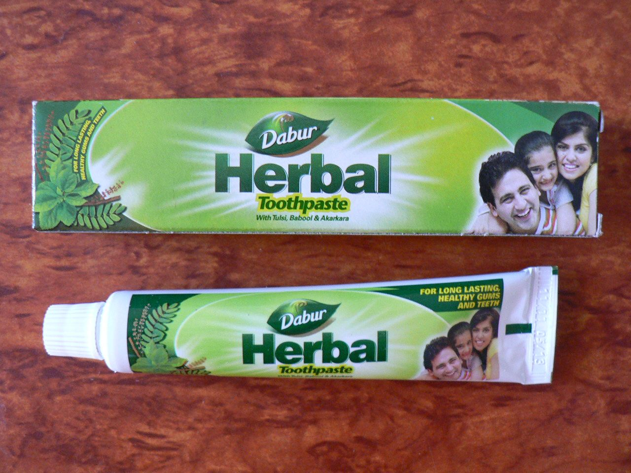 <b>HERBAL TOOTH PASTE - DABUR<br></b>Herbal toothpaste - Dabur<BR>tube of 50 grs