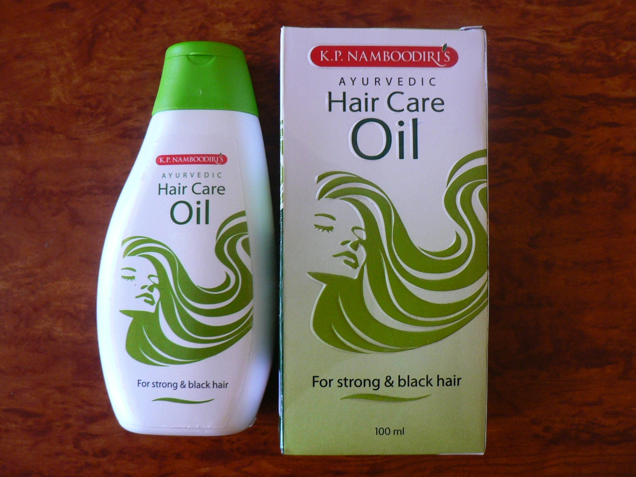 <b>HUILE AYURVEDIQUE POUR LES CHEVEUX</B><BR>KP Namboodiris<BR>Ayurvedic hair care oil<BR>100 ml